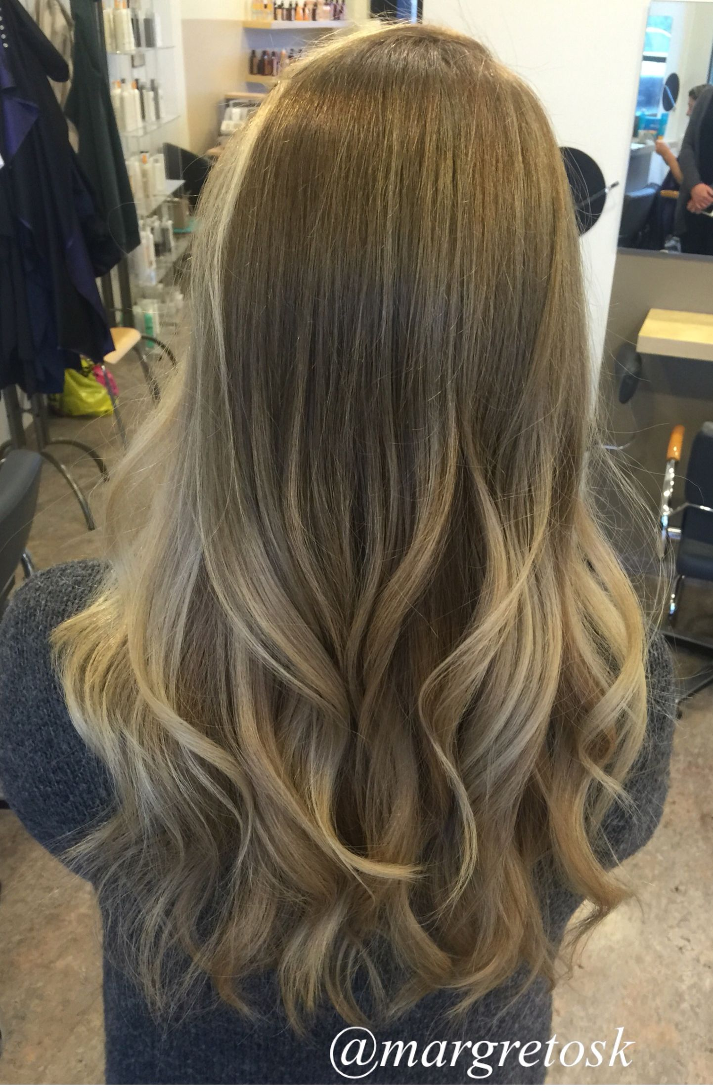 Natural Blonde With Darker Roots Blonde Hair Color