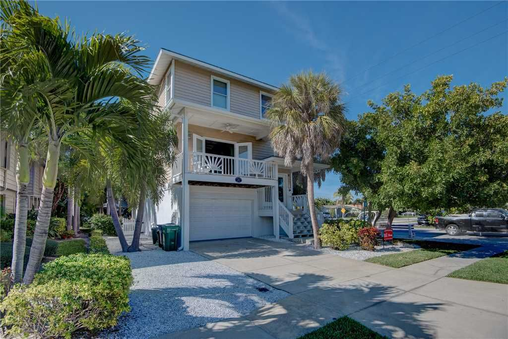 Campbell House Is A Beautiful 3 Bedroom And 2 Bathroom Home That Is Located West Of Gulf Drive With Th Island Vacation Rentals Vacation Rental Island Vacation