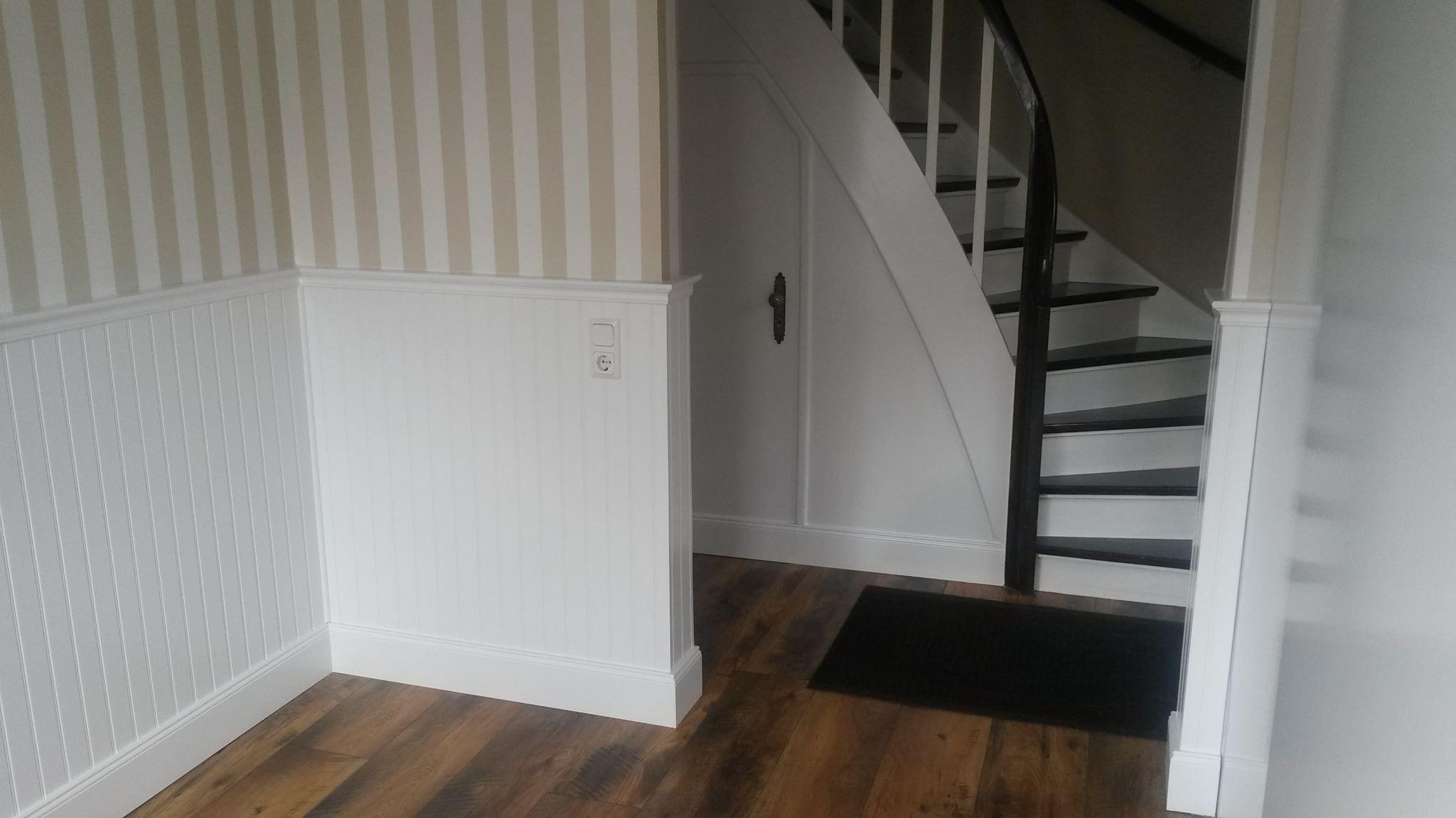 Wandgestaltung Treppenhaus Holzpaneele Streifentapete Wie Usa Original Bead Wandgestaltung Wohnzimmer Steinoptik Wandgestaltung Wandgestaltung Wohnzimmer