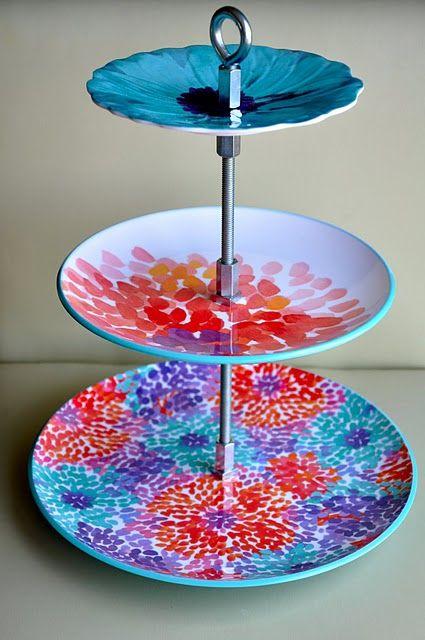 Make Your Own Tiered Tray Out Of Pretty Plates Trabalhos Manuais Cupcake Caseiro Arte Com Reciclagem