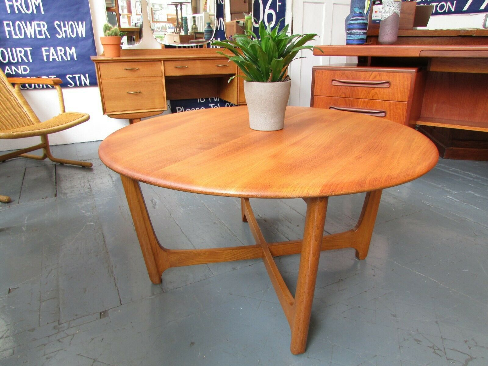 1970s Ercol Wychwood Round Coffee Table In Elm Vintage Retro Mid Century Round Coffee Table Table Furniture Mid Century