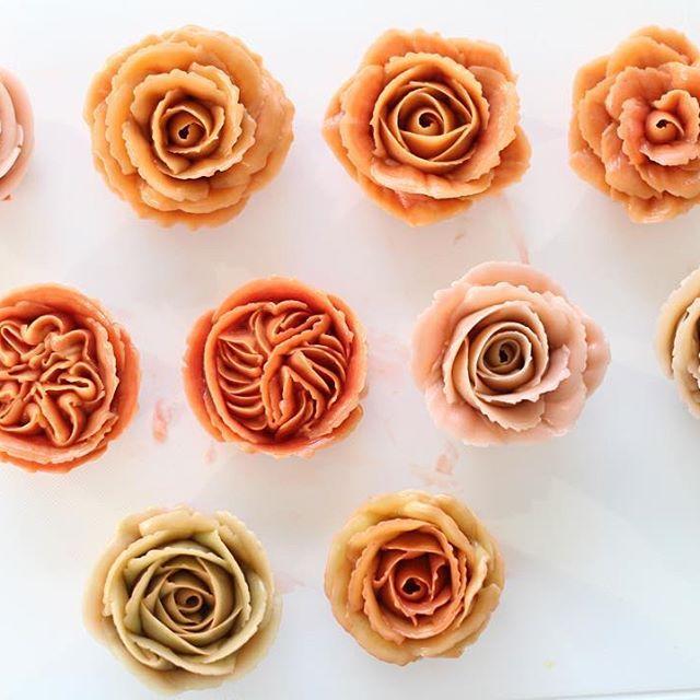 practice  - #flowercake #mydearcake #koreacake #koreaflower #buttercream #baking #flower #practice #플라워케이크 #마이디어 #마이디어케이크 #꽃스타그램