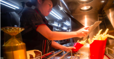 18 states will raise minimum wage on January 1 2018 [Video]