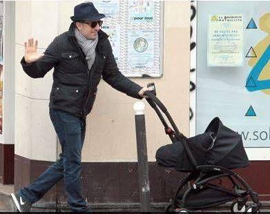 French comedian Gad Elmaleh with his BabyZen YOYO stroller ...