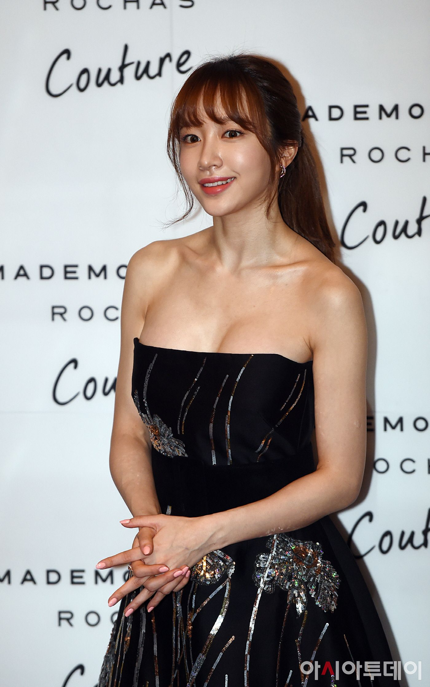 10 Female Kpop Idols Born In May Hani Kpop Idol Strapless Dress Formal