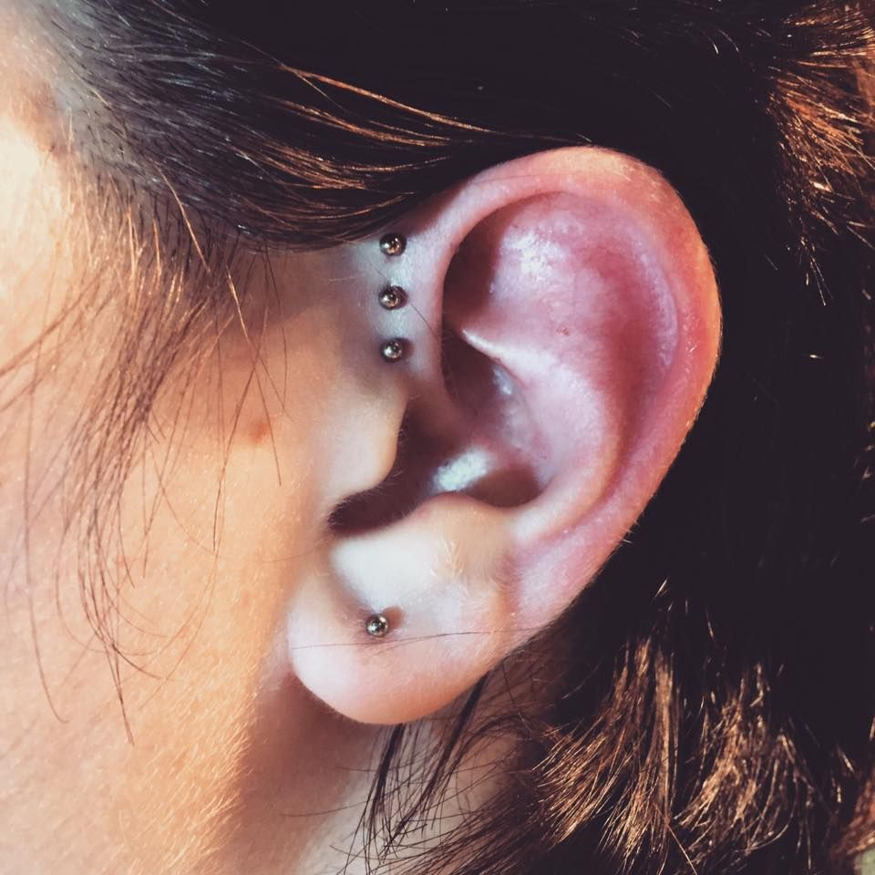 This client has the perfect anatomy for a title forward helix ...