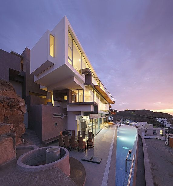 Veronica Beach Residence by Longhi Architects