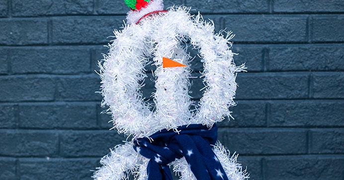 Build A Snowman Using 3d Wreath Forms Deco Mesh Wreaths Diy Wreath Forms Dollar Tree Crafts