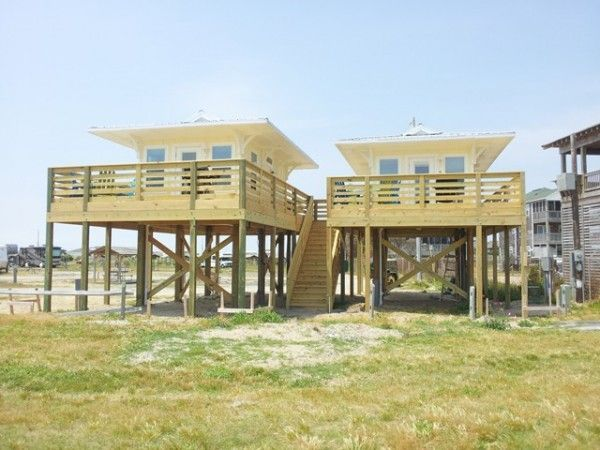 Small beach house on stilts beachfront tiny houses for Lake house plans on stilts