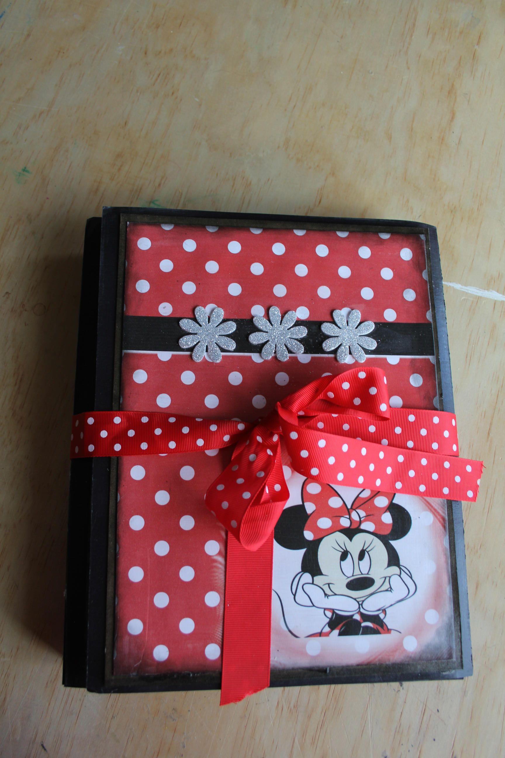 Lapbook organisateur Mickey de la boutique Sunnypoux sur Etsy