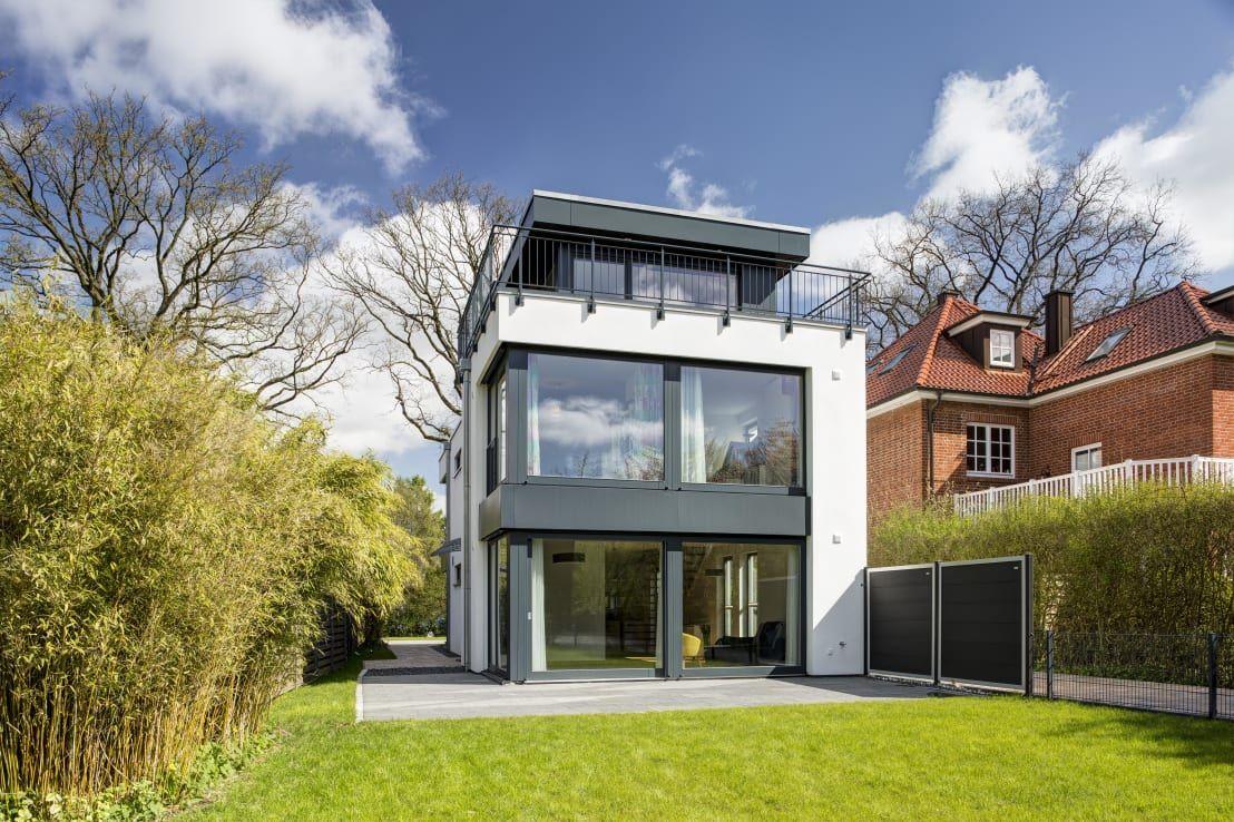 Kubus mit zeitgen ssischem charme architekten raum und for Modernes haus kubus