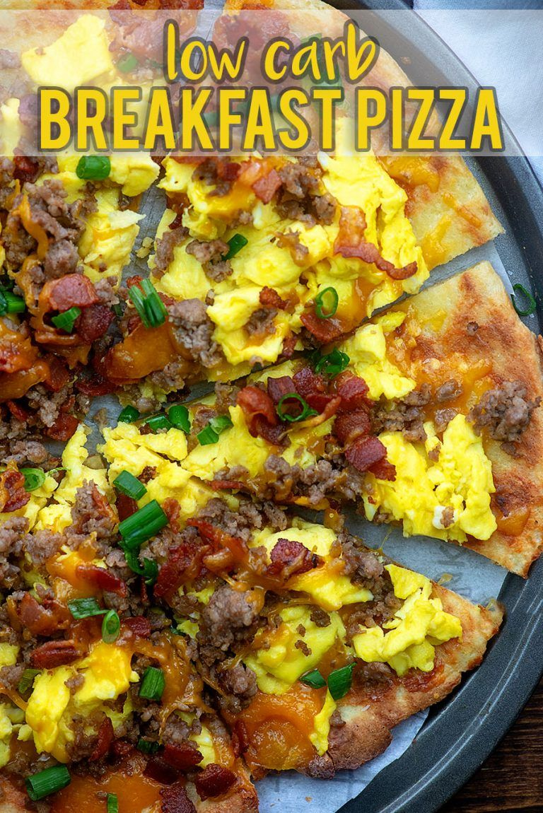 This breakfast pizza is low carb, packed with protein, and perfect for a keto diet! #lowcarb #keto #breakfast #protiendiet
