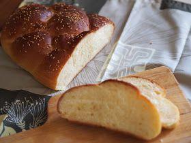 前から焼いてみたいと思っていたけれど なかなか涼しくならなかったのでなかなか焼けていなかったchallah ハッラー またはハラー というパン やっと 焼きました これがねぇ ふわぁっと優しい甘さで とっても美味しい 想像していた味よりも食べた方がうんと美味し