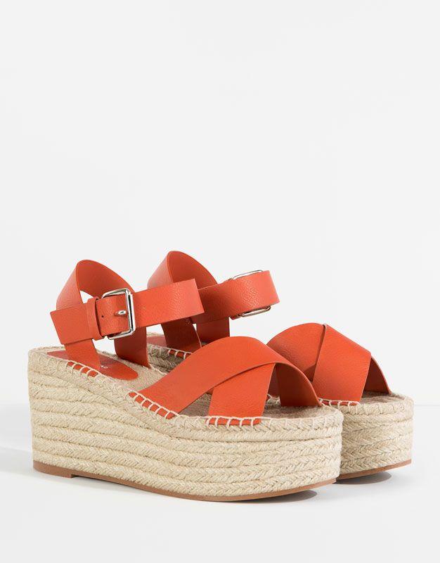 Sandaly Na Koturnie Z Juty Z Krzyzowanymi Paskami Buty Damskie Dla Niej Pull Bear Polska Women Shoes Shoes Bootie Boots