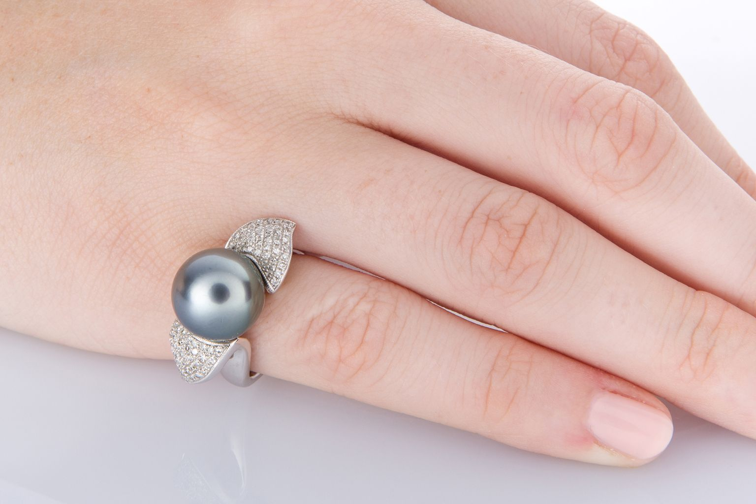A beautiful Tahitian Pearl and 14k white gold dress ring. The round ...