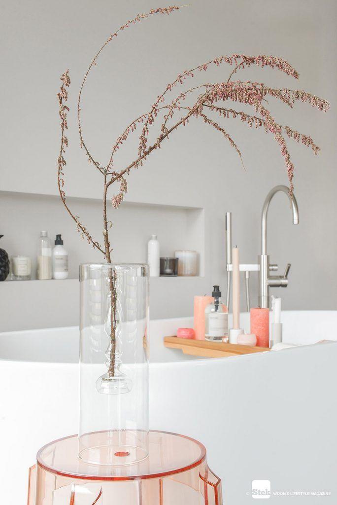 Stylen Met De Kleur Peach Stek Woon Lifestyle Magazine Badkamer Interieurstyling Badkamer Styling
