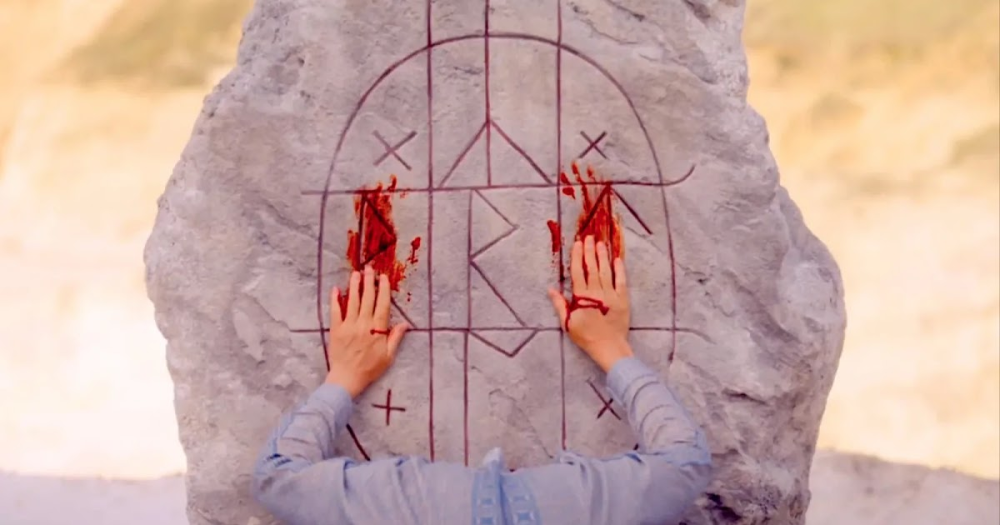Midsommar 10 Hidden Details Everyone Completely Missed Ari Aster S Latest Film Midsommar Is A Carefully Disguised Break Up Mov Art Horror Movies Painting