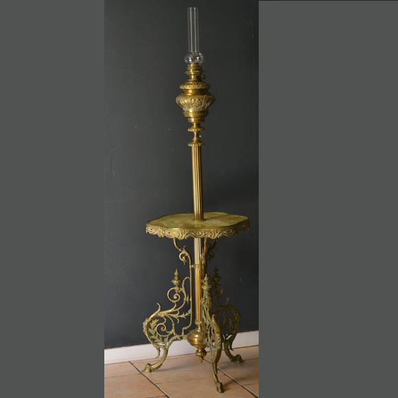 Guéridon lampe à pétrole Napoléon III dit lampe de parquet