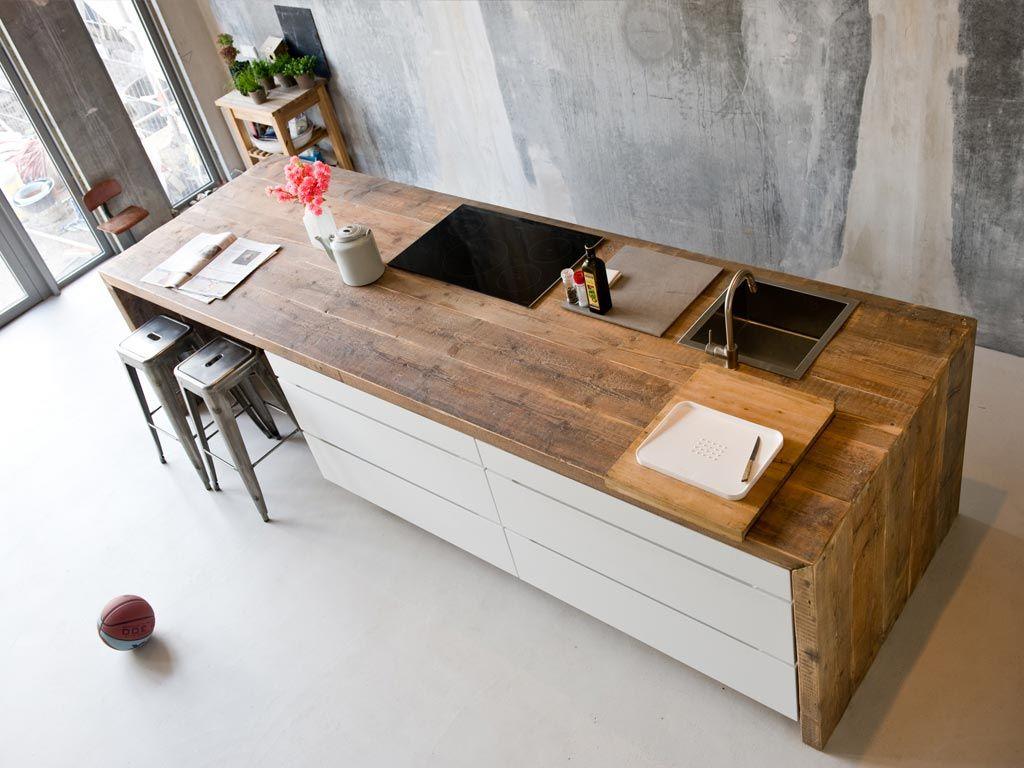 Greeploze moderne keuken met hout. deze keuken heeft een ...