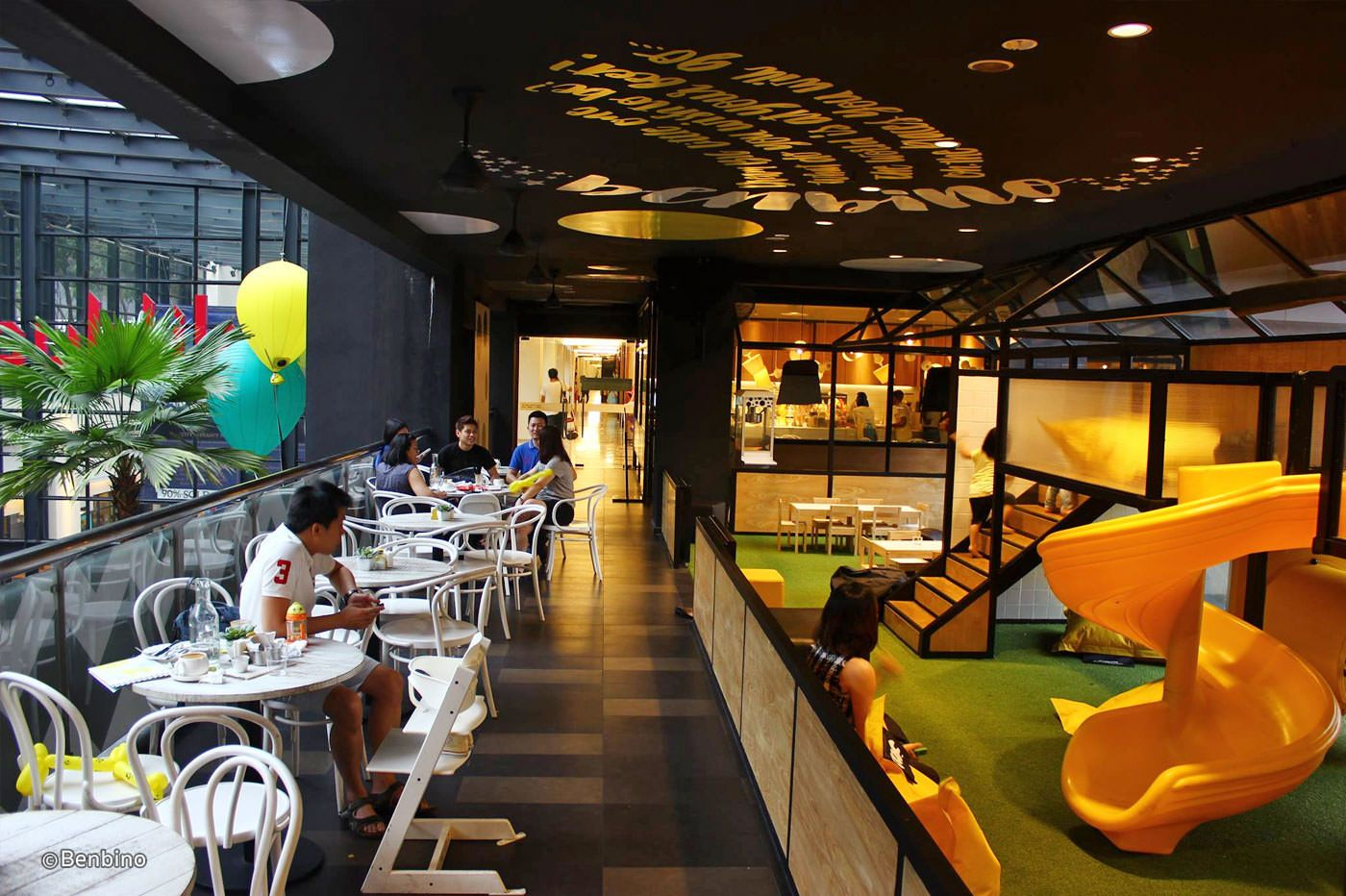 Most Of The Kids Do Not Eat Much And Therefore Going To A Restaurant Sometimes Could Be A Boring Experience For Them Unless If They H Kids Cafe Kid Table Cafe
