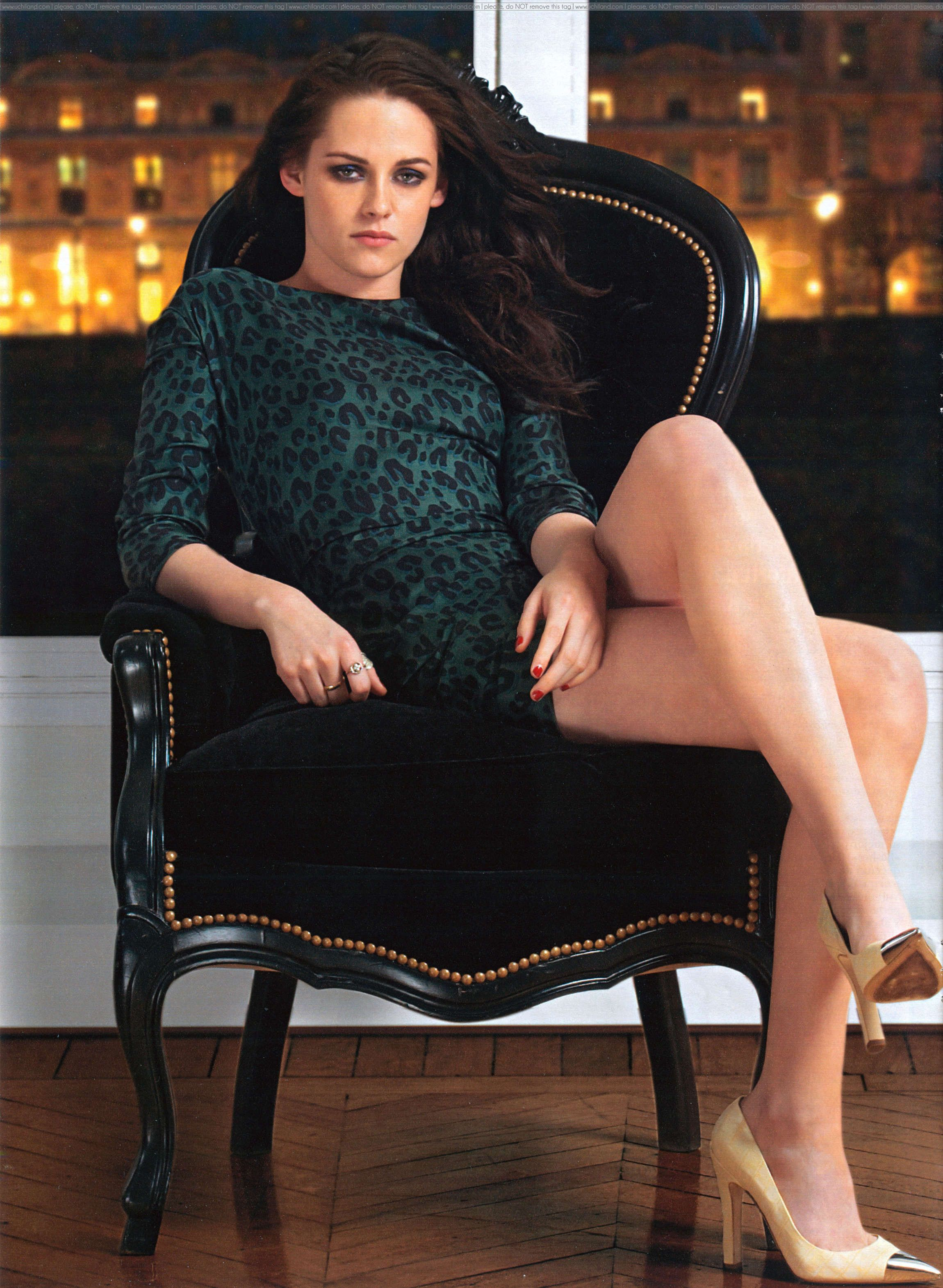 kristen stewart legs | Kristen Stewart Showing Sexy Legs in Hola magazine-01 - Full Size