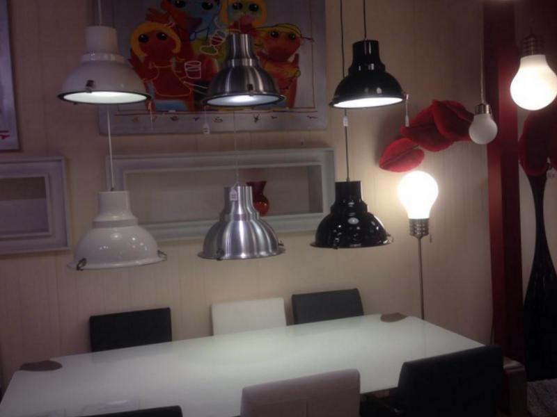 Une industrielle lumi r plafonnier lampe d coration showroom boutique d coration lampes - Winkel balkon leroy merlin ...