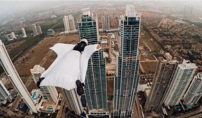 [VIDEO] Quand une athlète décide de faire du wingsuit entre deux tours