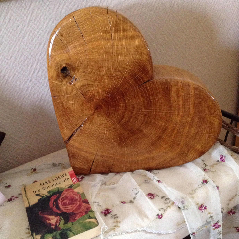 Herz aus einer Baumscheibe