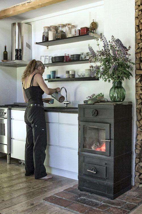 Una acogedora cabaña de madera en Dinamarca - Nomadbubbles | COCINAS ...