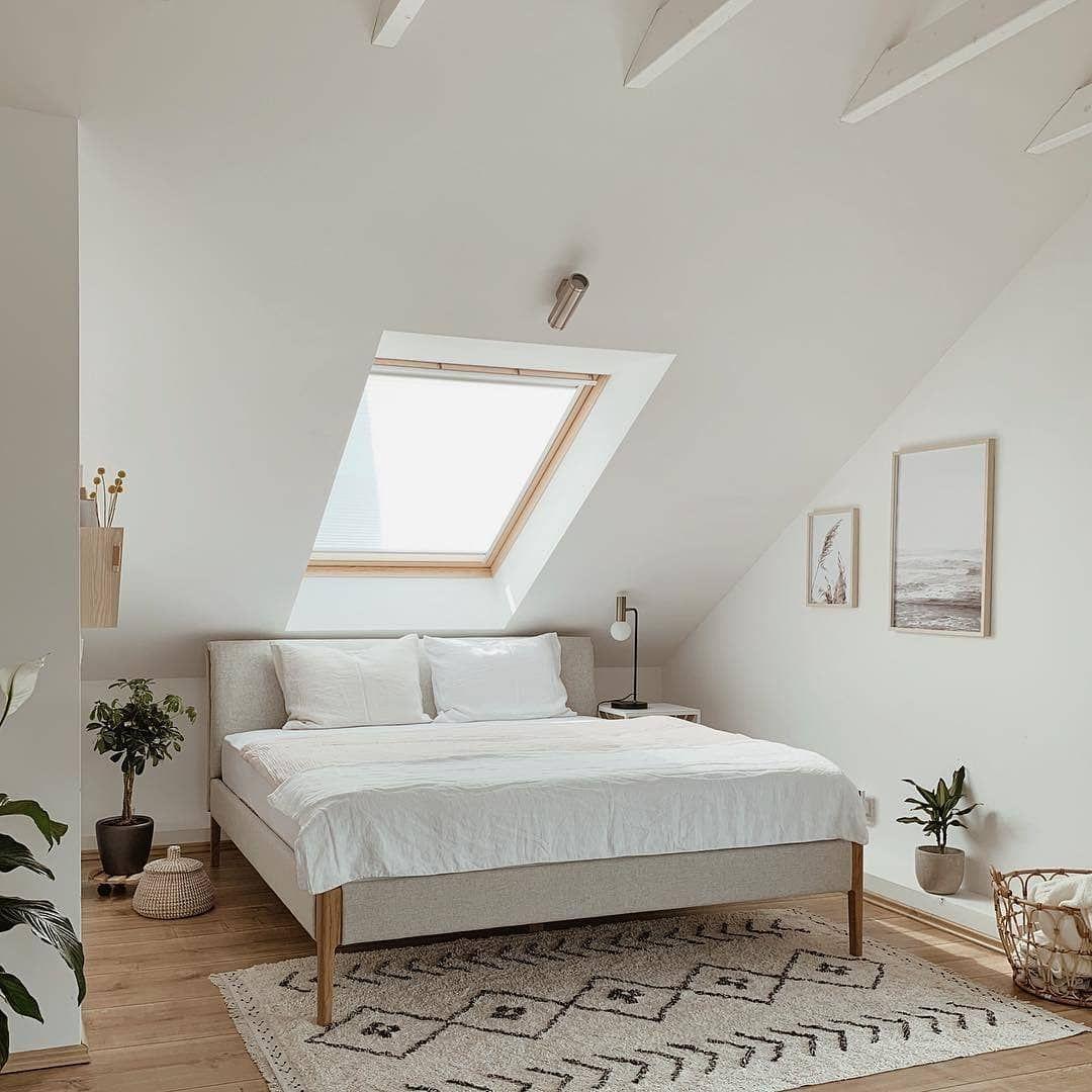 """Photo of SoLebIch.de on Instagram: """"Entspannter Einblick in das schöne Schlafzimmer von @peschkart ✨ #SoLebIch #repost #schlafzimmer #dachschräge"""""""