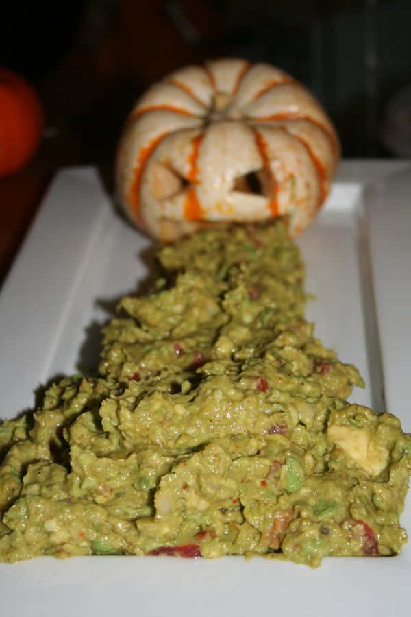 pumpkin-puking guacamole and other Halloween food ideas Holiday - pinterest halloween food ideas