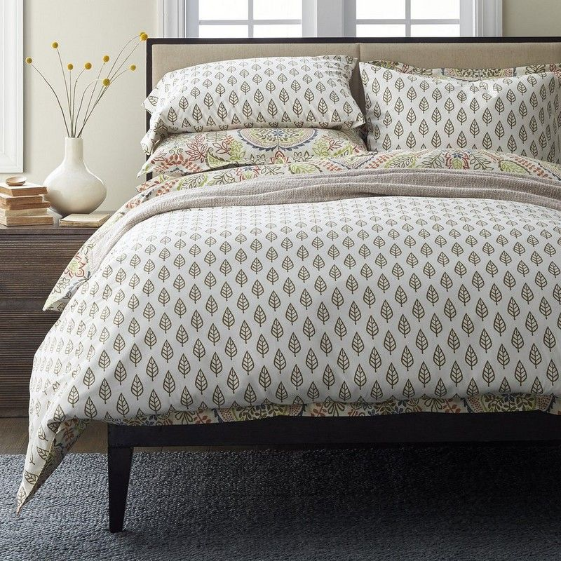 This inviting reversible duvet cover offers a touch of the exotic for the bed. Floral paisley medallions reverse to a leaf pattern.