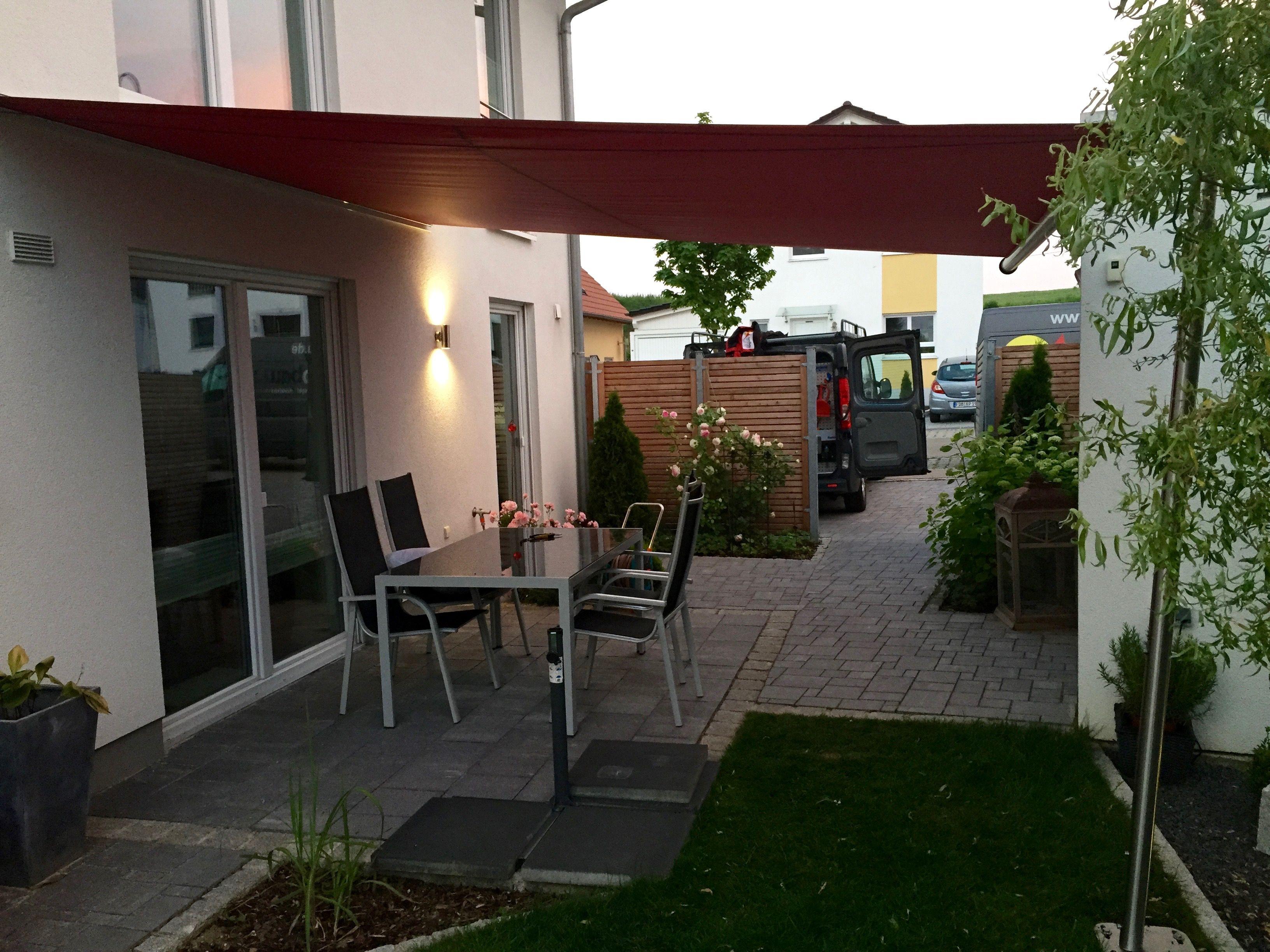 ein leichtes manuell zu bedienendes rechteckiges sonnensegel ist das shadeone von ferobau. Black Bedroom Furniture Sets. Home Design Ideas