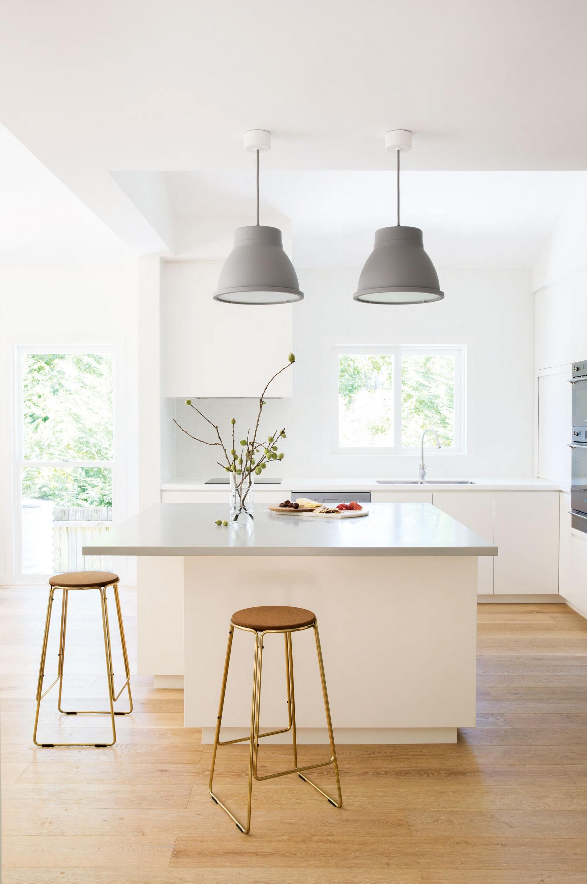 Keukeneiland Hanglampen The Best White Kitchens Styling By Rebecca Jansma Suzanne