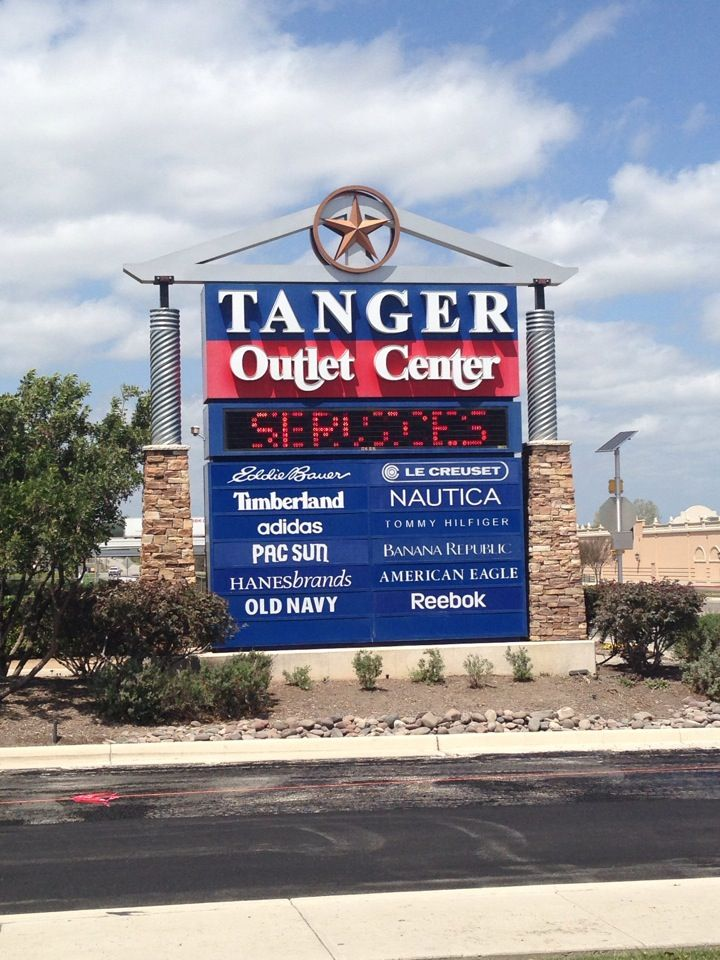 Tanger Outlet Gonzales | Shopping Centers & Stores