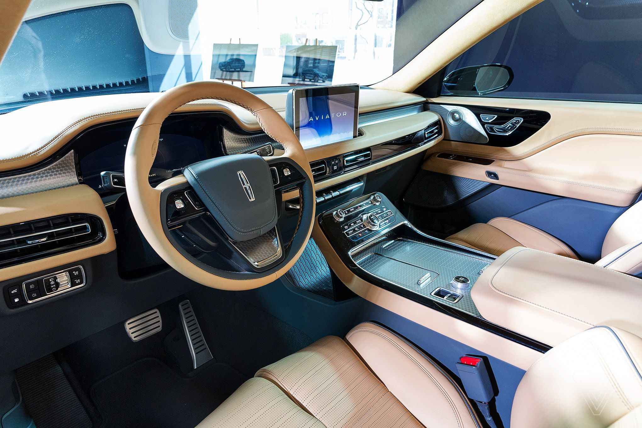 The Lincoln Aviator Is A Plug In Hybrid Suv With A Smartphone As A Key Lincoln Aviator Plug In Hybrid Suv Aviation
