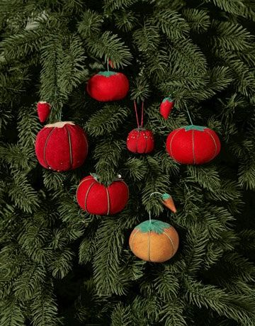 Pin cushion ornaments! Easy to Make Christmas Ornament Crafts