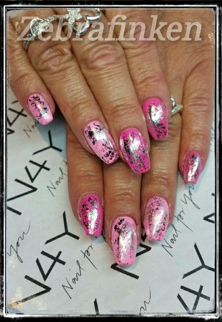 Dejlige forårs negle i pink og baby lyserød med sølv folie på toppen, flotte negle lavet af Maria