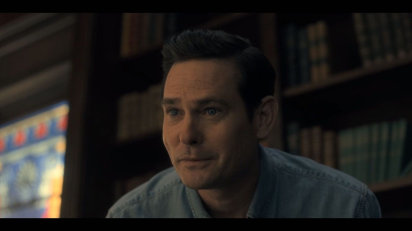 Henry Thomas As Young Hugh Crain In Season 1 Episode 4 Of The Haunting Of Hill House Source Netflix House On A Hill Haunting Netflix Home