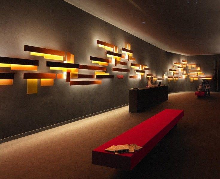 <p>Suunnittelija Vicente Garcia Jimenez, 2007<br />Metakrylaattia ja lakattua alumiinia.<br />Värit: valkoinen tai oranssi.<br />Valaisimia voi käyttää vaaka- tai pystysuunnassa.<br /><br /><strong>Fields</strong><br />Loisteputki 1 x