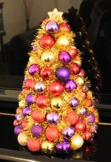 Christmas Craft – DIY Bauble Tree | stay.at.home.life