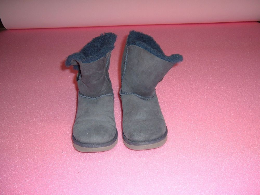 bbeb90bcd3d0 Ugg Australia Women s Bailey button blue size 8  fashion  clothing  shoes   accessories
