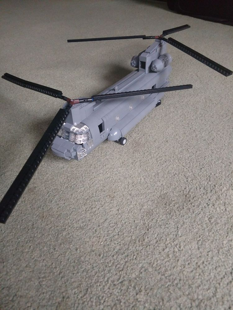 Custom version of brickmania Lego Chinook with printed instructions