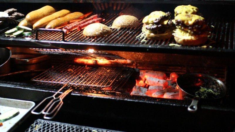 Comè un hamburger cucinato sul sedile della Harley Davidson?
