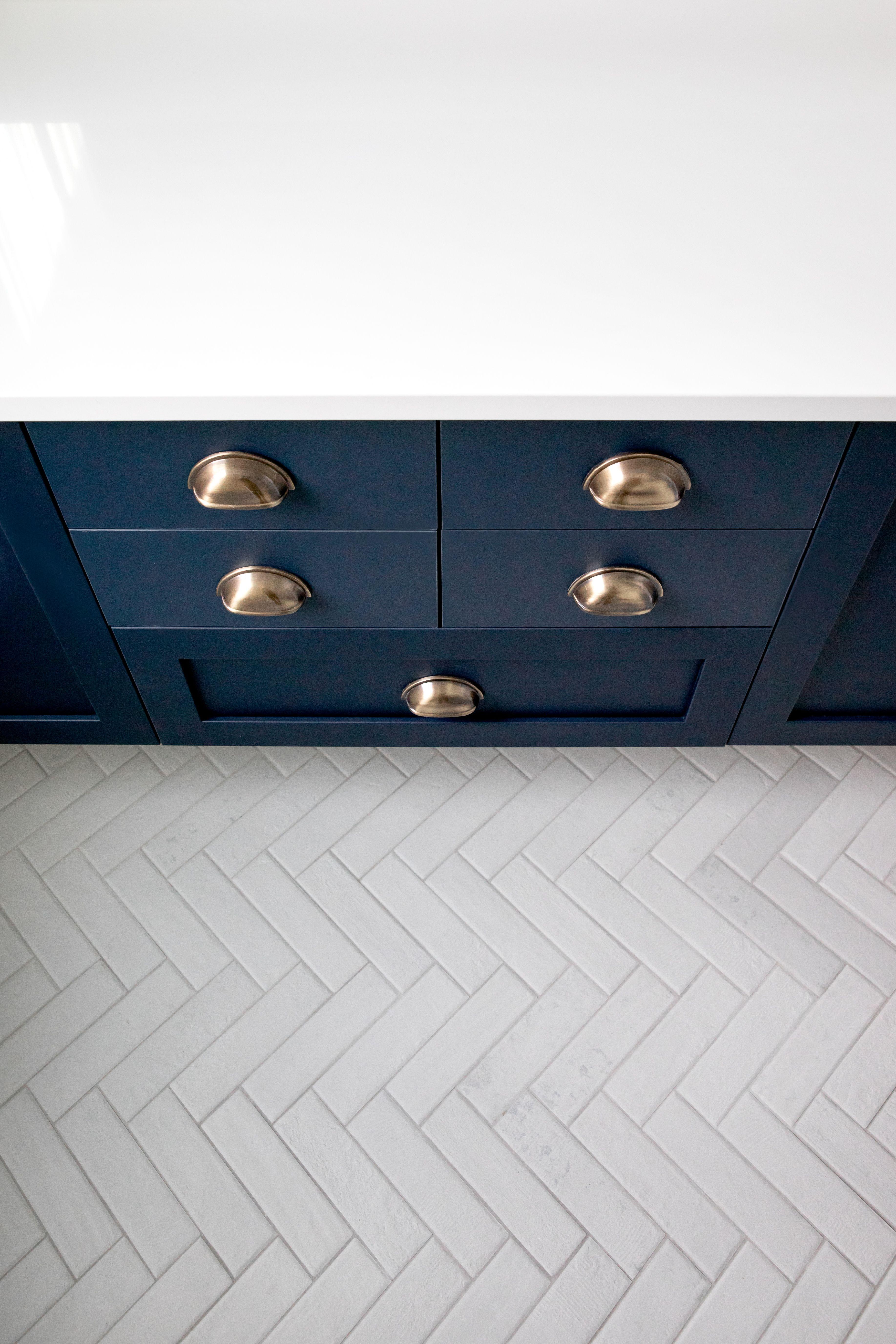 White Herringbone Bathroom Tile in 2020 Herringbone tile