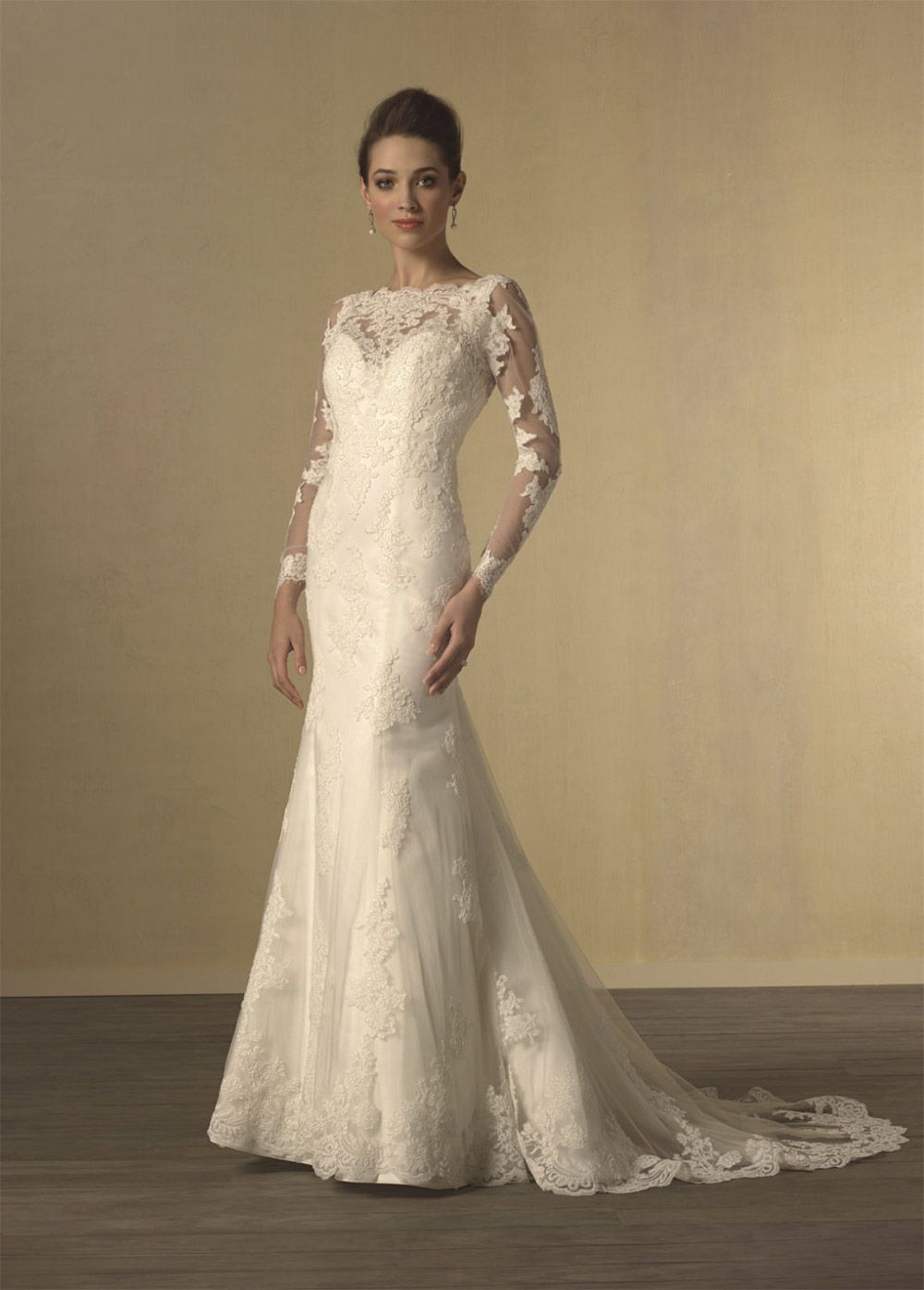Alfred Angelo S Long Sleeve Wedding Dress Twilight Get The Look Everafterguide