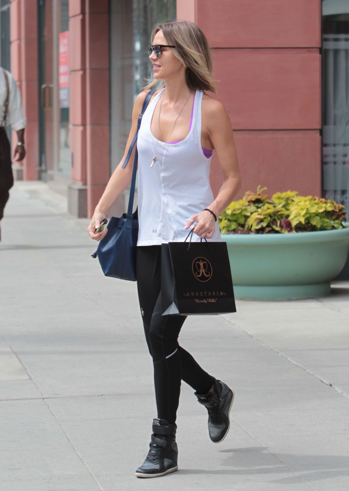 arielle-kebbel-out-and-about-in-beverly-hills-04-26-2017_5.jpg (1200×1688)