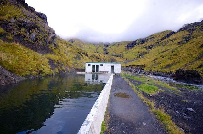 Varmvattenpoolen i den isländska vildmarken där du badar gratis – om du hittar den...