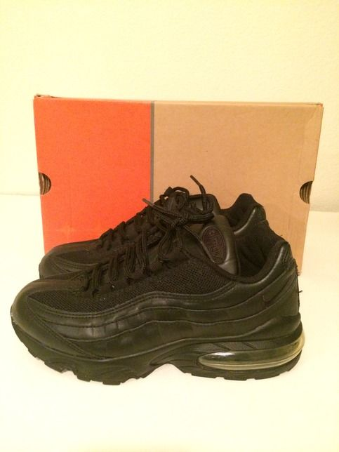 Size 6 (boys)  Lightly worn (worn twice) black Nike Air Max '95.