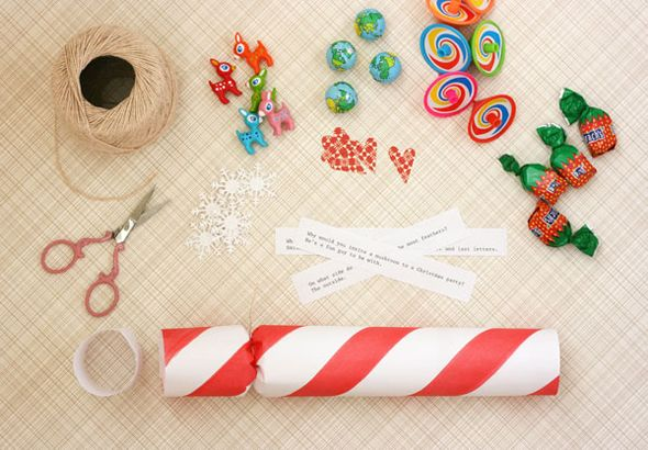 Handmade holidays make your own holiday crackers eventsgifts handmade holidays make your own holiday crackers solutioingenieria Image collections